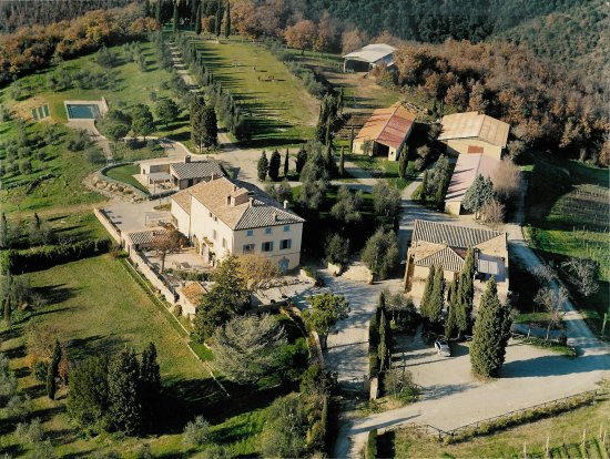 aerial view of a villa for wedding in tuscany