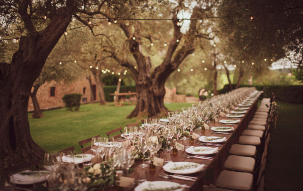 country villa in southern tuscany dinner under the trees