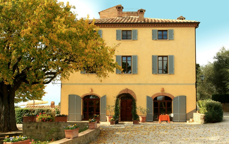 front view of a villa for wedding in tuscany