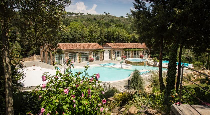 best places with pool to get married in tuscany
