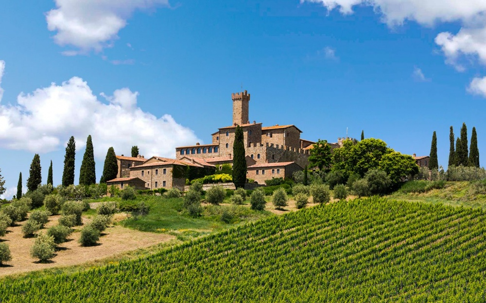 best romatic wedding hamlet with castle for your intimate wedding in tuscany