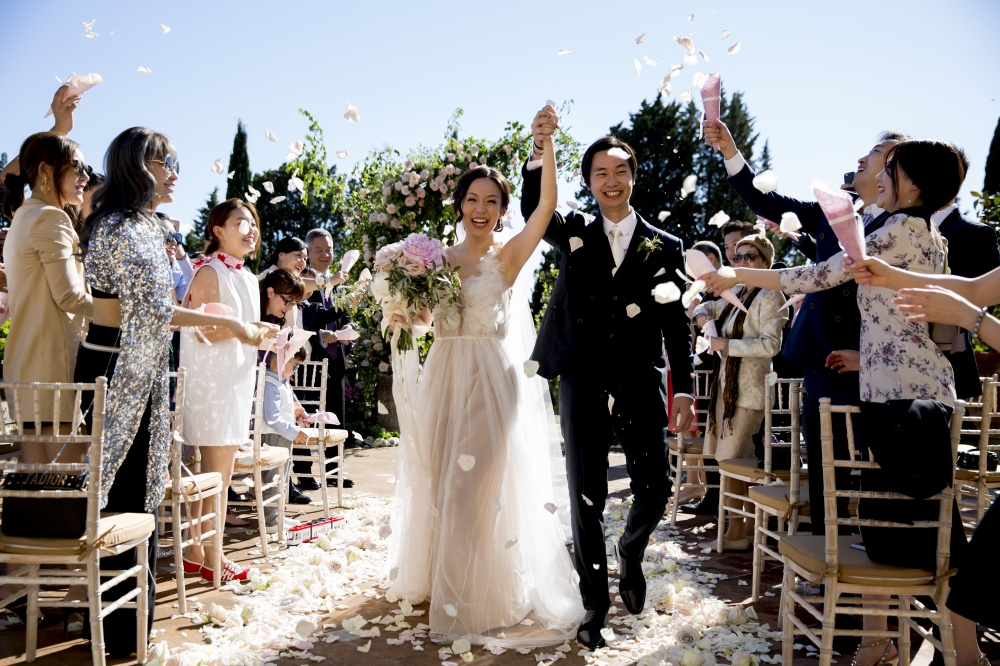 couple celebrating in a wedding venue for intimate weddings in tuscany