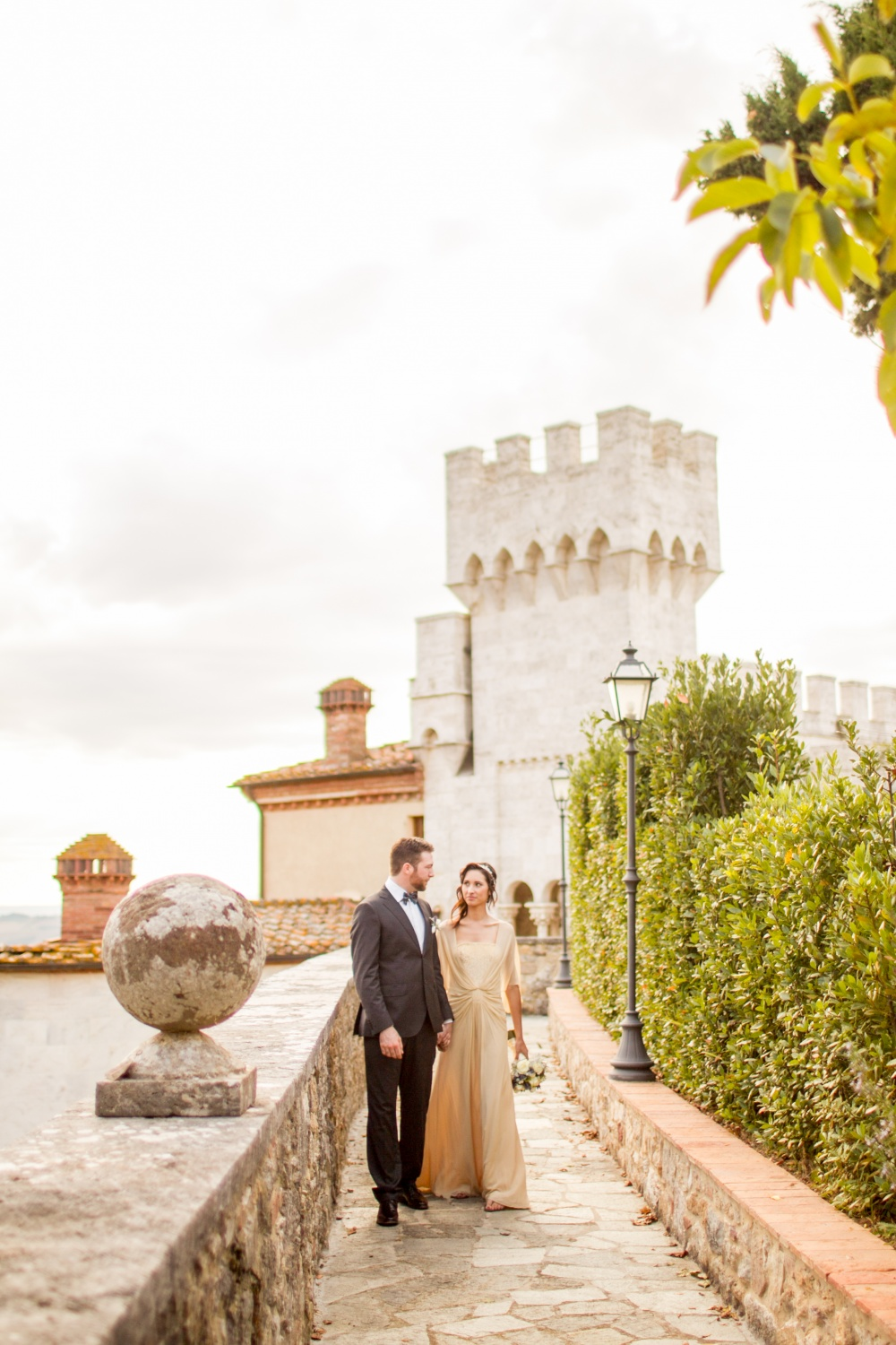 real wedding couple in a castle for wedding in siena