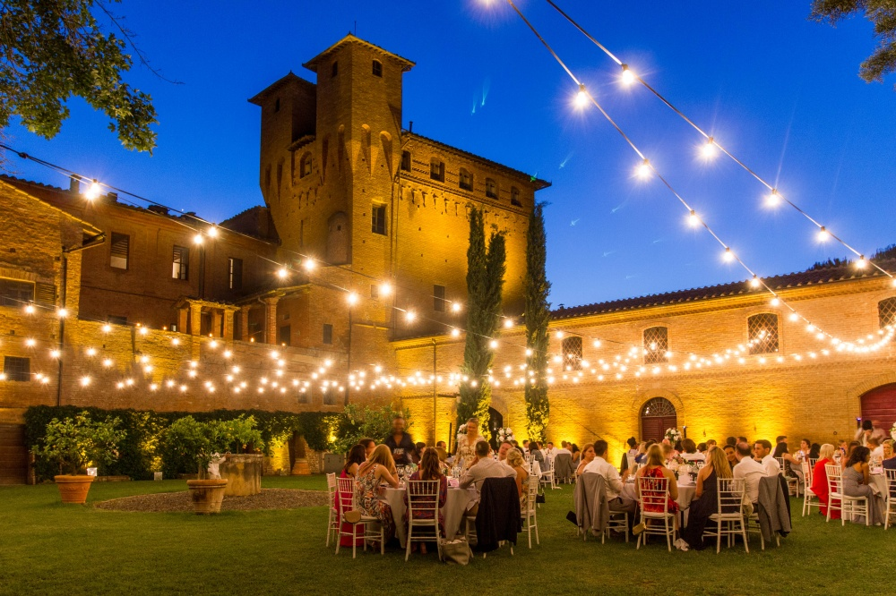 outdoor reception in a garden for weddings
