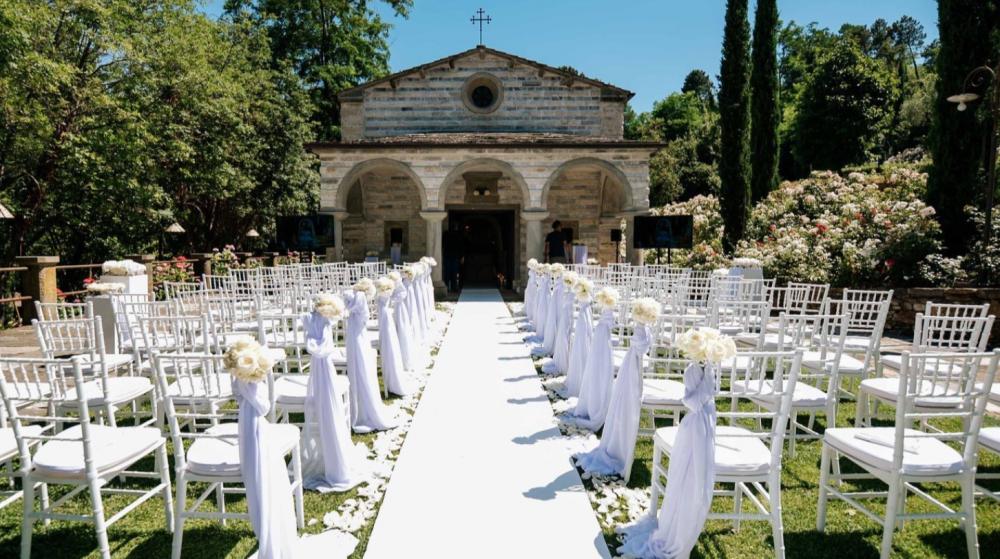 tuscany wedding ceremony in a hamlet