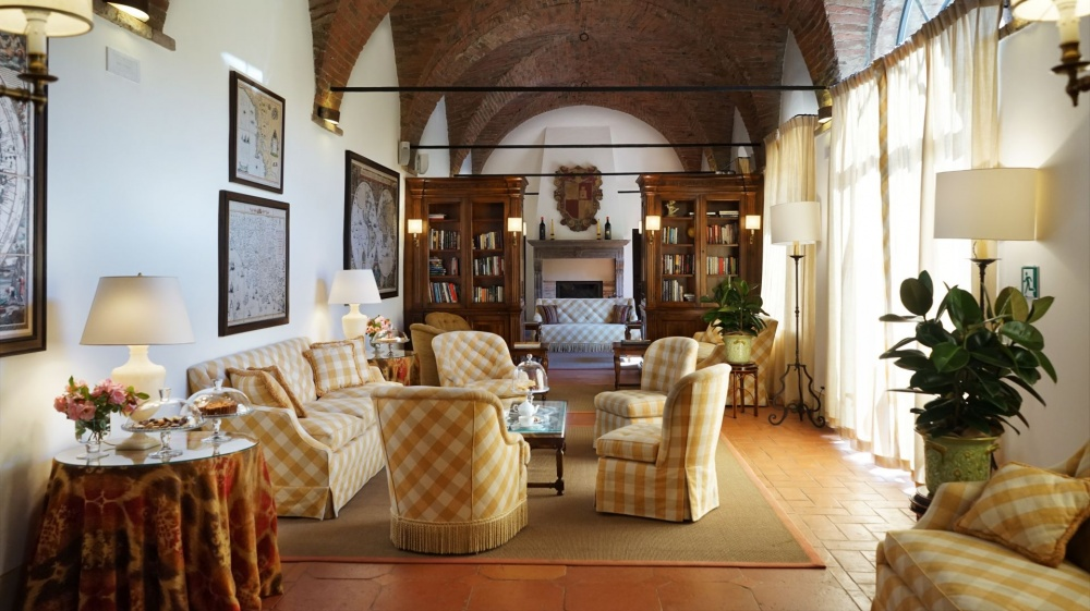 wedding venue in tuscany with relaxing area