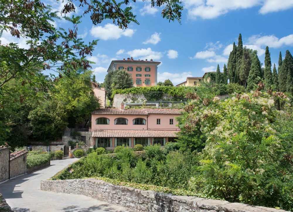 view of a charming villa for wedding in tuscany