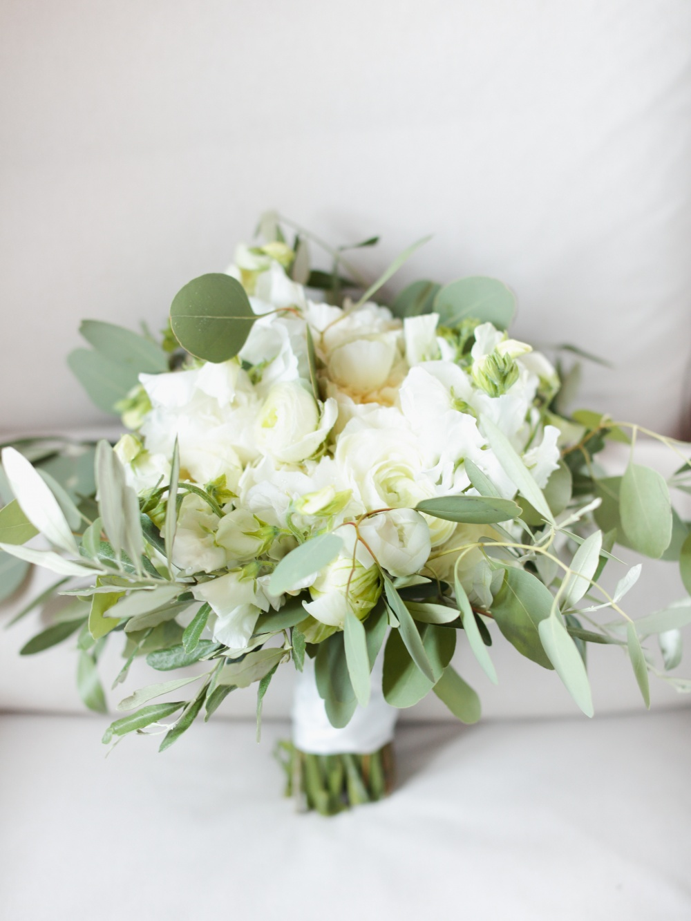 country chic real bouquet for wedding in tuscany