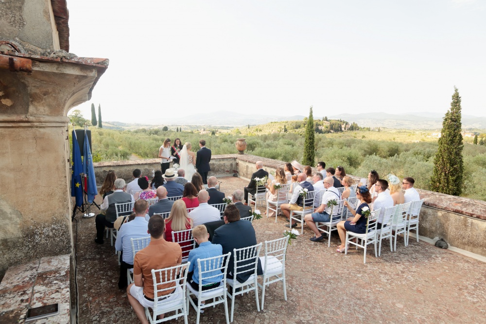 country chic real wedding ceremony in tuscany