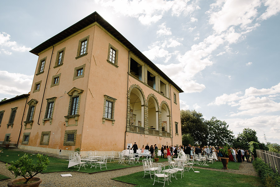 dstination wedding luxury villa in tuscany cocktail setting in the garden