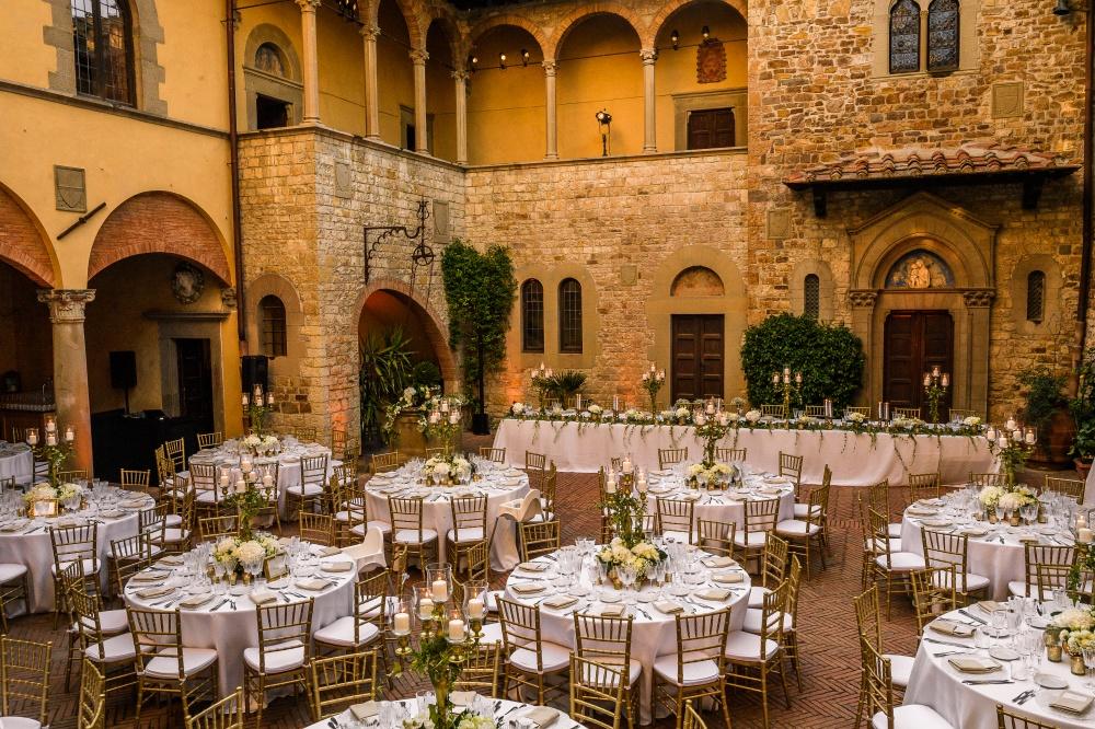 destination wedding chianti dinner setting courtyard