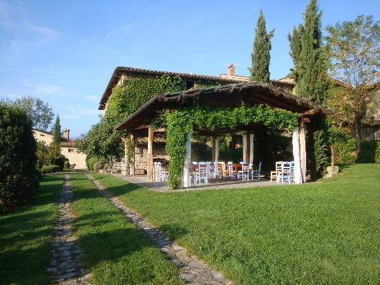 dream wedding hamlet with pergola in tuscany