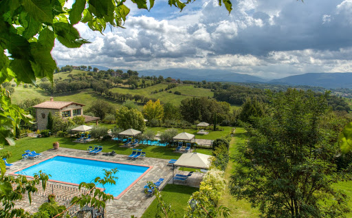 dream wedding hamlet with pool in tuscany