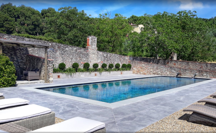 elegant pool for wedding resort in tuscany