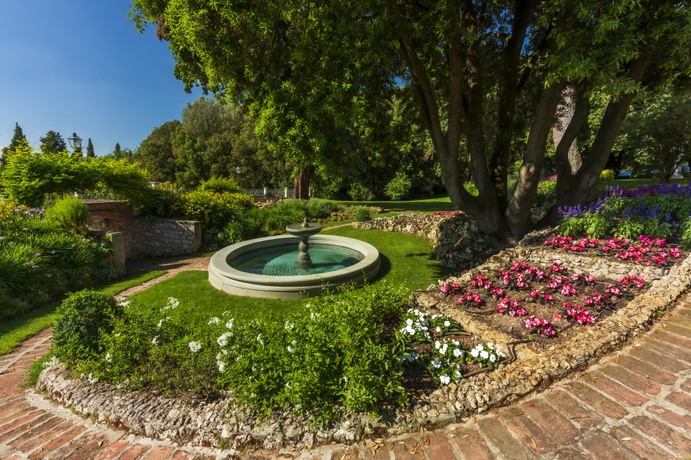 fountain in an elegant wedding villa in tuscany