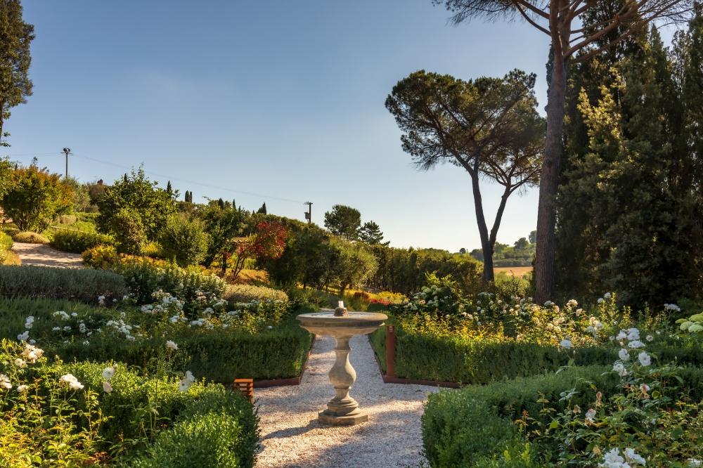 garden in an elegant wedding villa in tuscany