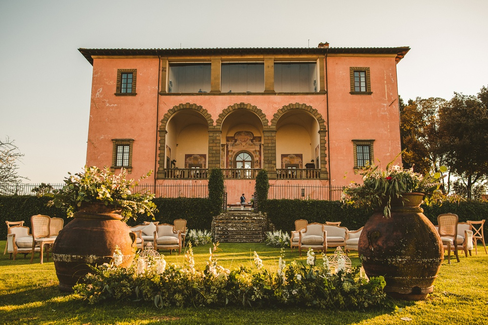 exclusive villa for wedding in tuscany back view