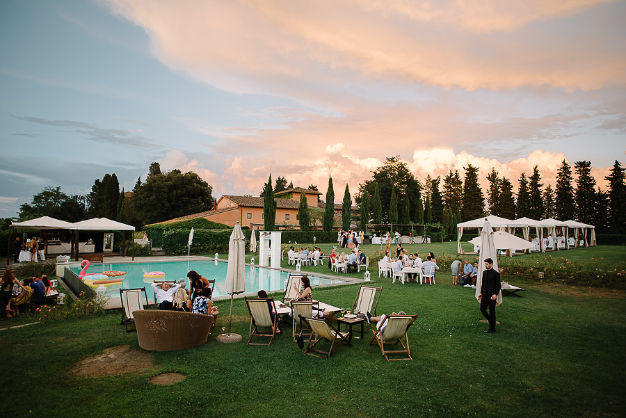 exclusive garden with pool in a villa for wedding in tuscany