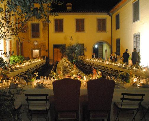 wedding dinner setting in a farmhouse in arezzo