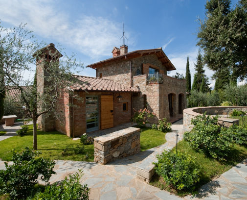 entrance of a wedding farmhouse in arezzo