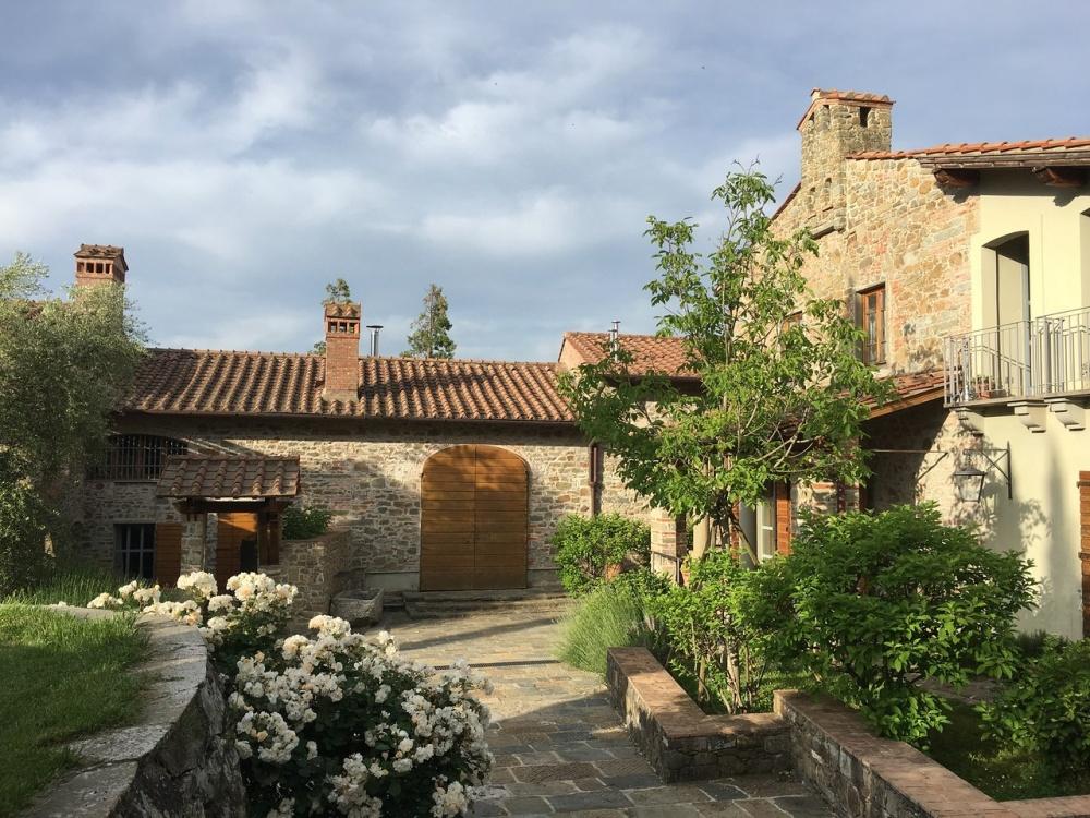 gardens for wedding in a farmhouse in arezzo