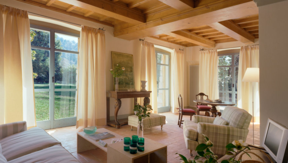 living room in a farmhouse for wedding in arezzo
