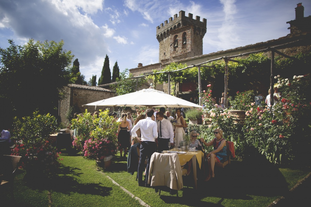 farmhouse for weddings cocktail in tuscany