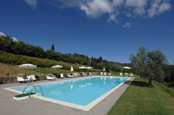 pool are in a farmhouse for weddings in tuscany