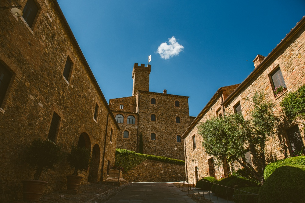 getting married in a tuscany castle
