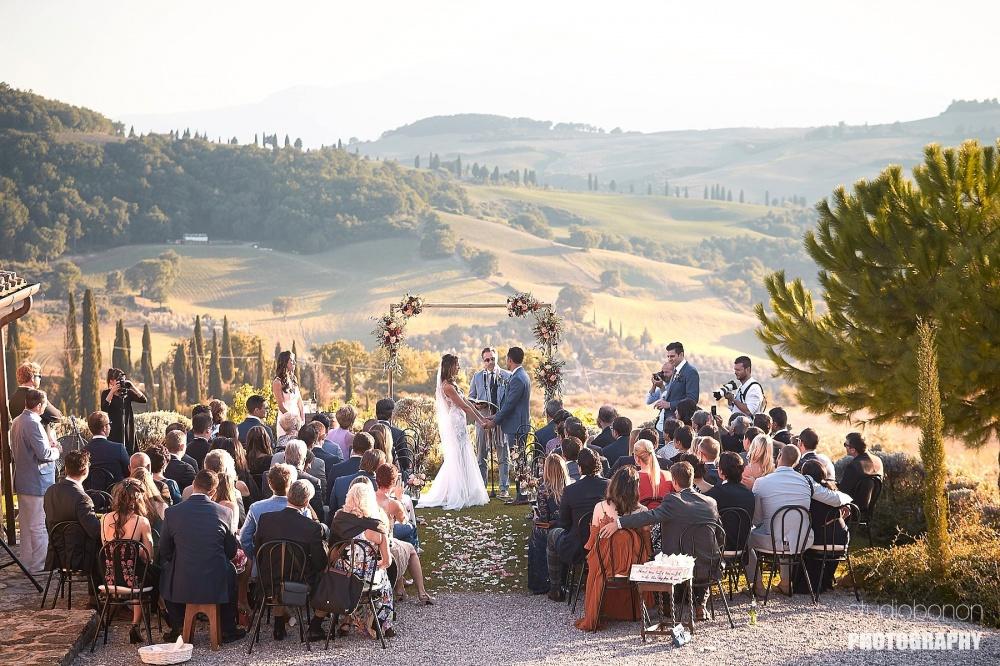getting married in a farmhouse with view in tuscany
