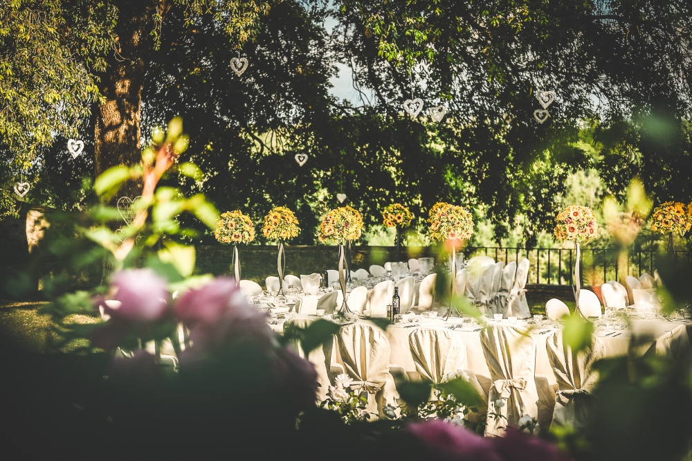 getting married in a farmhouse in tuscany