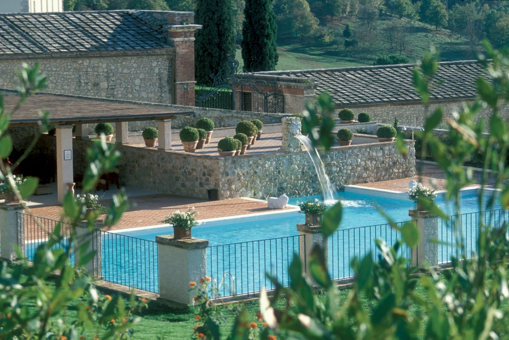 pool for wedding in tuscany