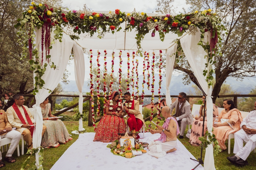 hindu weddings in tuscany ceremony with view in a venue in lucca tuscany