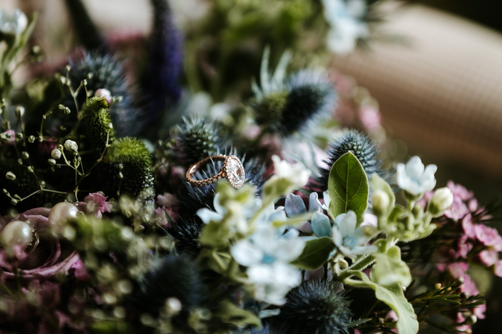 how to plan your wedding flowers in tuscany