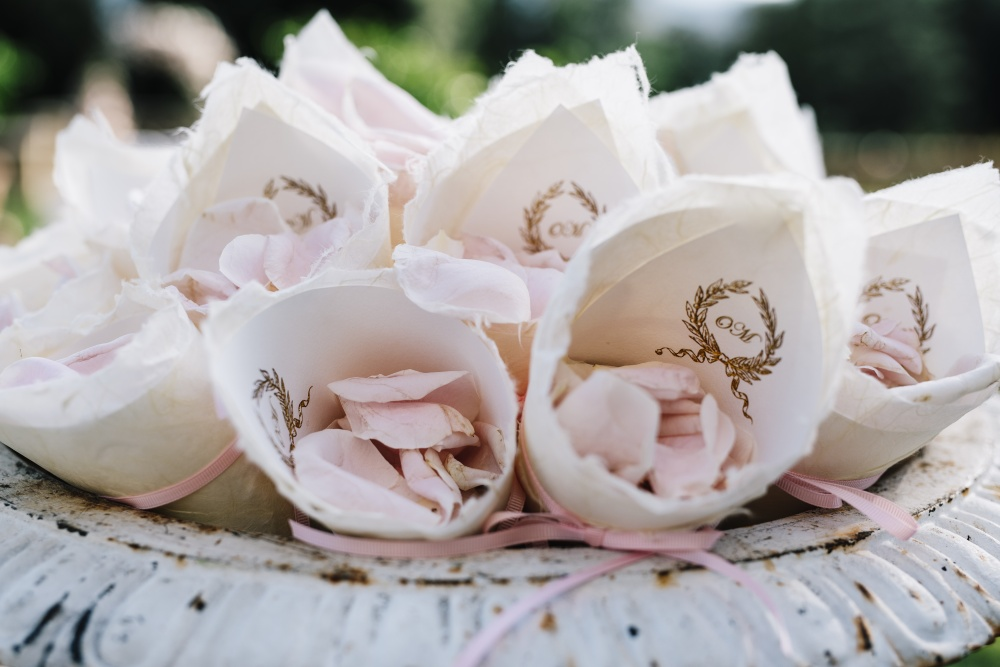 how to plan your wedding florals in tuscany