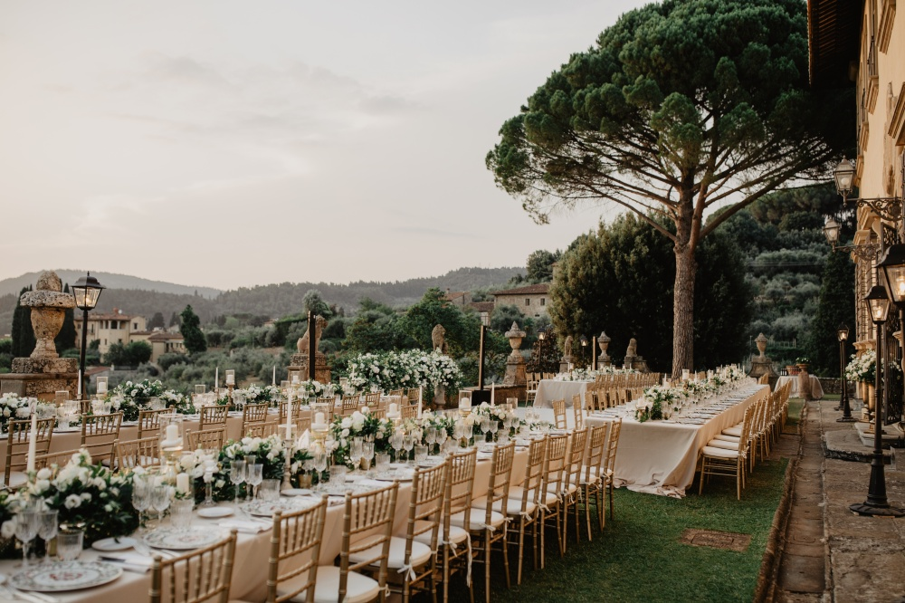how to plan your wedding dinner on a terrace in tuscany