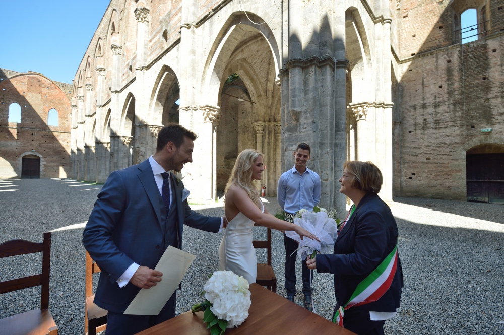 legal requirements to get married in san galgano abbey italy