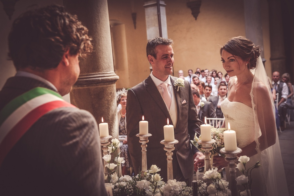 legal requirements to get married in a courtyard italy