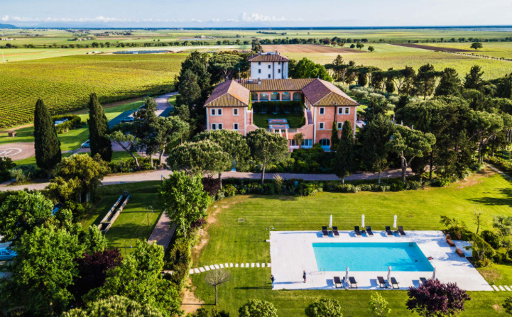 aerial view of a luxury hotel for weddings in tuscany