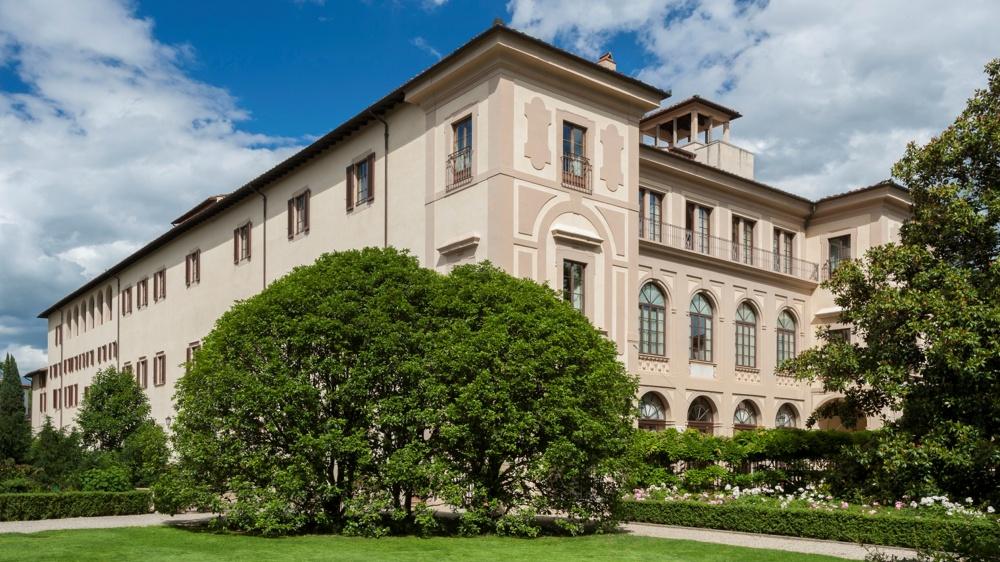facade-view-luxury-wedding-villa-in-florence