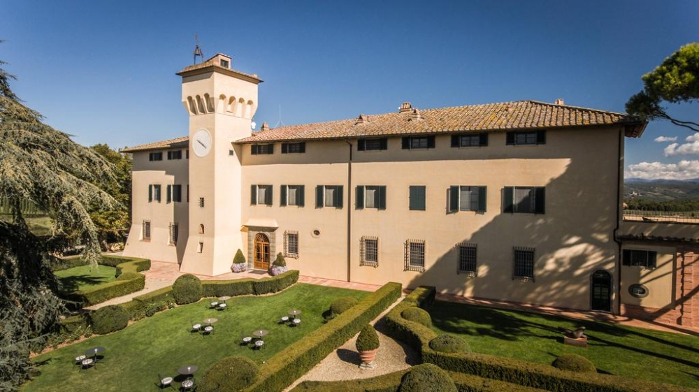 entrance of a luxury castle for weddings in chianti tuscany