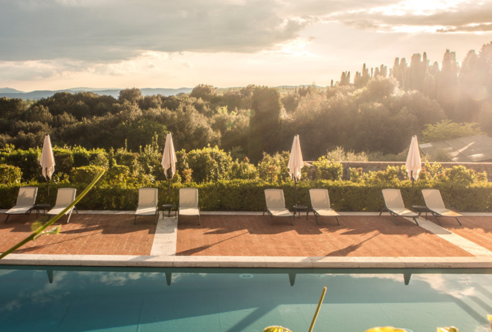 luxury pool in a wedding hamlet in tuscany