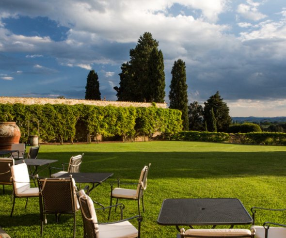 relaxing area in a luxury wedding hamlet in tuscany
