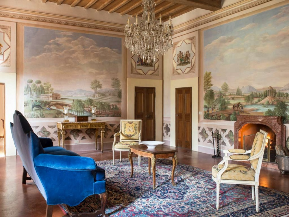 frescoes room in a wedding resort in the tuscan countryside