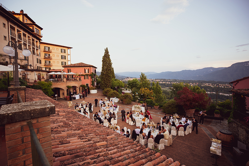 wedding dinner setting in a luxury venue for receptions and ceremonies in lucca