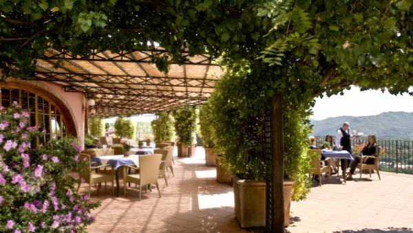 loggia for cocktails and wedding receptions in a luxury venue in lucca