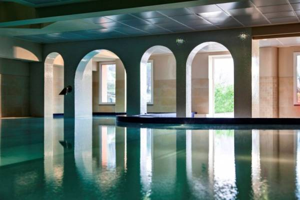 pool spa for weddings in a luxury venue in lucca