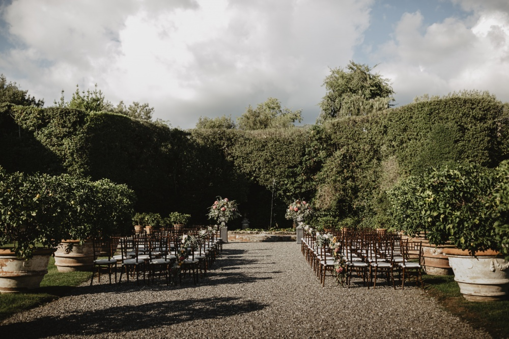 real ceremony setting in a luxury villa in lucca