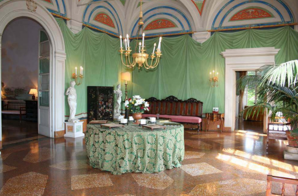 hall of a luxury villa for wedding dinner and ceremonies in a villa in lucca