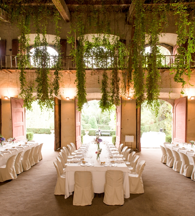 indoor view of a lemonhouse for wedding receptions in a villa in lucca